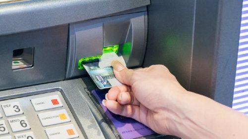 Cara Mengatasi Kartu ATM Tertelan